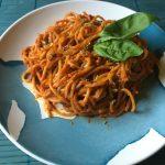 espaguetis con salsa de pimiento del piquillo